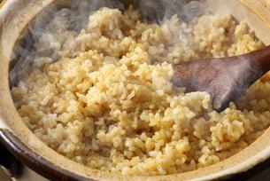 炊きたての玄米ご飯の写真素材 [FYI01613667]