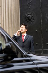 ブラックキャブとビジネスマンの写真素材 [FYI01613706]