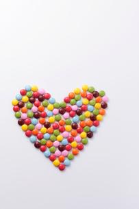 ハート型のマーブルチョコレートの写真素材 [FYI01613957]