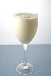 飲むヨーグルトの写真素材 [FYI01614117]