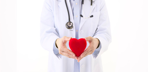 ハートを持つ女医の写真素材 [FYI01614203]
