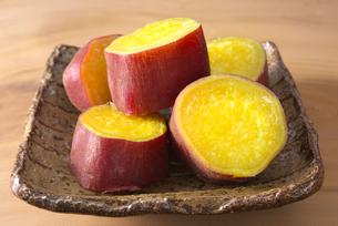 蒸したサツマイモの写真素材 [FYI01614230]