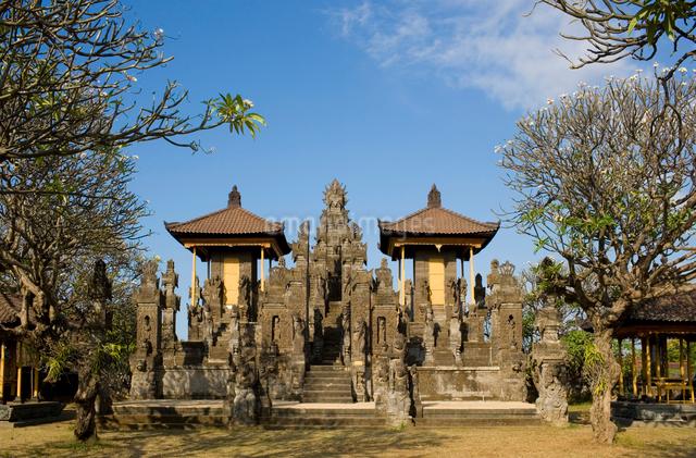 青空のムドゥ・カラン寺院の眺めの写真素材 [FYI01614636]