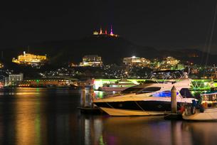 長崎港の夜景の写真素材 [FYI01614656]