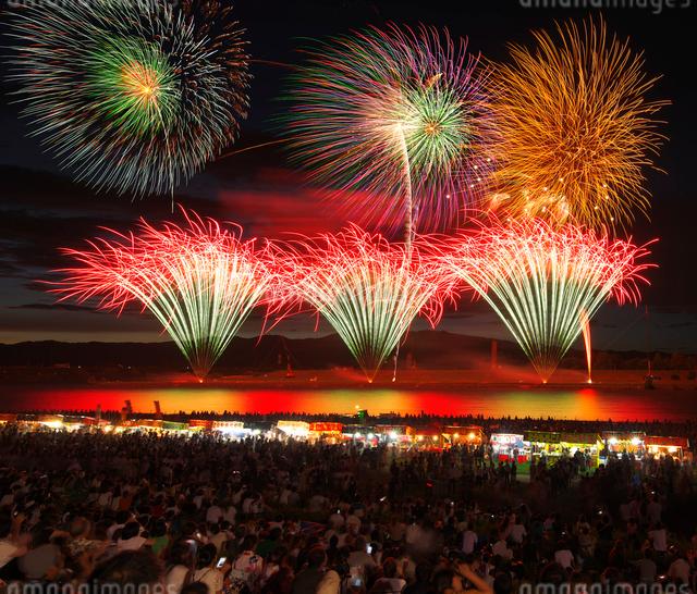 福岡県 筑後川花火大会の写真素材 [FYI01614790]