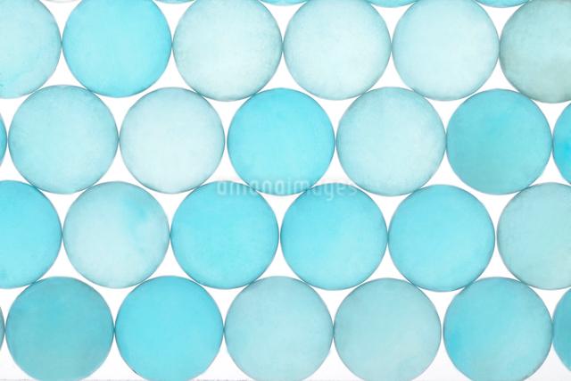 青いビー玉の写真素材 [FYI01614903]