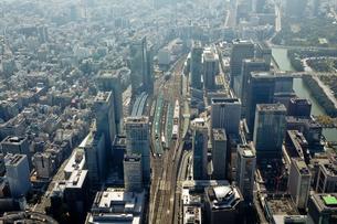 空から見た東京駅周辺の写真素材 [FYI01615011]