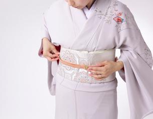 和服の着付けの写真素材 [FYI01615236]