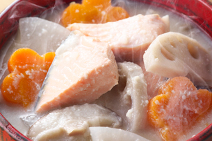 鮭の粕汁の写真素材 [FYI01615320]