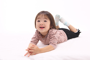 笑顔の女の子の写真素材 [FYI01615378]