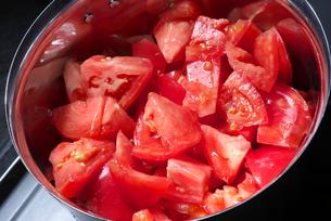 カットされたトマトの写真素材 [FYI01615555]