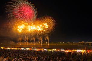 福岡県 筑後川花火大会の写真素材 [FYI01615680]