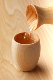 檜の酒器の写真素材 [FYI01615708]