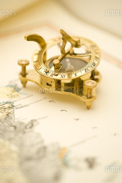 地図とコンパスの写真素材 [FYI01615861]