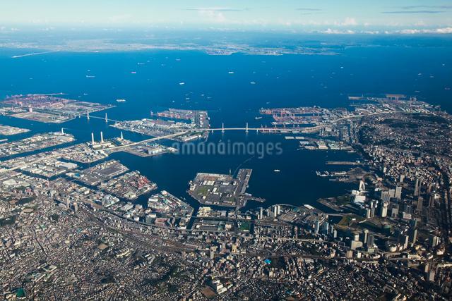 横浜港と中心市街地の空撮の写真素材 [FYI01616308]