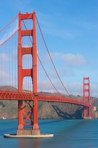 ゴールデンゲートブリッジと青い空の写真素材 [FYI01616342]