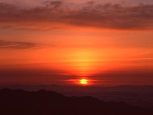 乗鞍岳より望む朝焼けの写真素材 [FYI01617224]