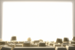 パソコン画面と跳ね上がるキーボードの写真素材 [FYI01617653]