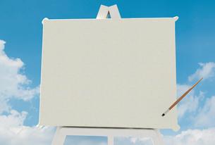 白いキャンバスと筆のイラスト素材 [FYI01617661]