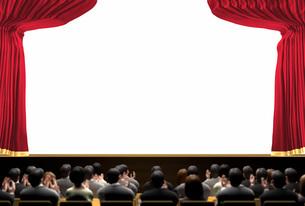 幕の開いた明るい舞台と観客の写真素材 [FYI01618409]