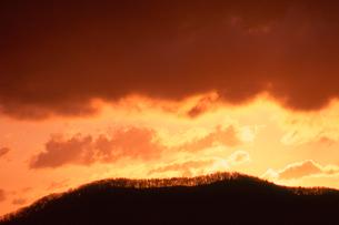 乗鞍岳より望む朝焼け雲の写真素材 [FYI01618457]