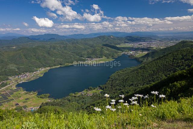 小熊山より木崎湖の写真素材 [FYI01618888]