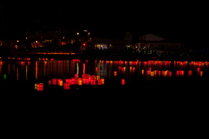 木崎湖灯籠流しの写真素材 [FYI01618979]