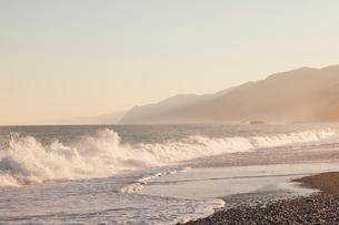 ヒスイ海岸の朝の写真素材 [FYI01619303]