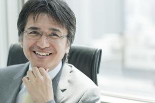 微笑む日本人ビジネスマンの写真素材 [FYI01619645]