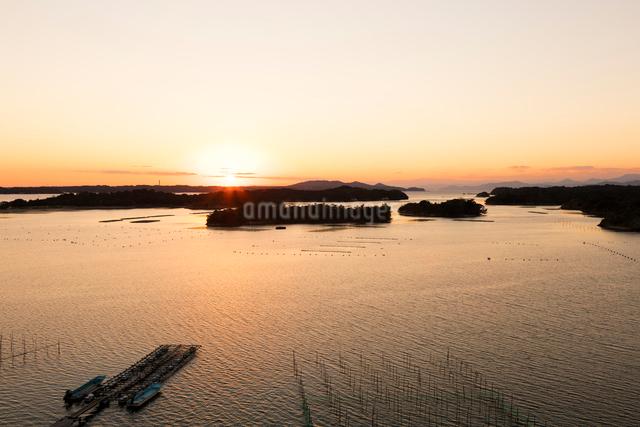 英虞湾の夕日の写真素材 [FYI01620216]