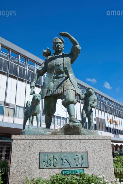 岡山駅前の桃太郎像の写真素材 [FYI01620233]