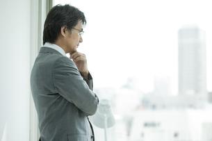 横顔の日本人ビジネスマンの写真素材 [FYI01620264]