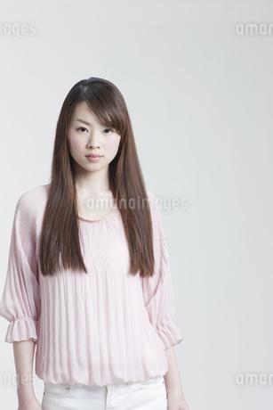 メイクアップした若い女性の写真素材 [FYI01620522]