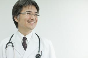 笑顔の日本人の医師の写真素材 [FYI01620665]