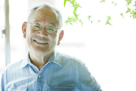 笑顔のシニア男性の写真素材 [FYI01620764]