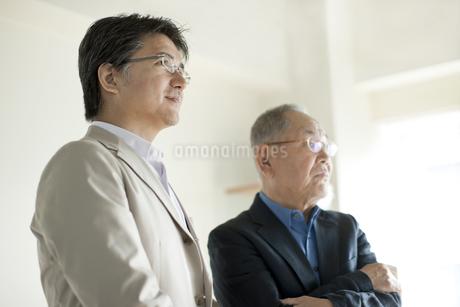 2人の日本人男性の写真素材 [FYI01620874]