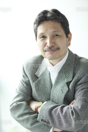 ジャケットを着たシニア男性の写真素材 [FYI01620934]