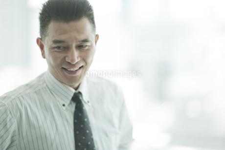 笑顔のビジネスマンの写真素材 [FYI01620951]