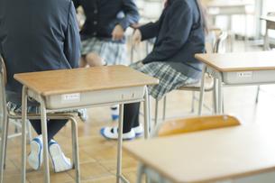 集まる女子校生の写真素材 [FYI01620975]
