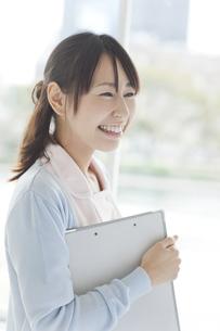 笑う日本人女性看護師の写真素材 [FYI01621054]