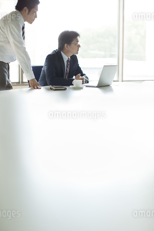 ビジネステーブルイメージの写真素材 [FYI01621058]