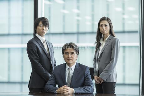 ビジネスマンとビジネスウーマンの写真素材 [FYI01621149]
