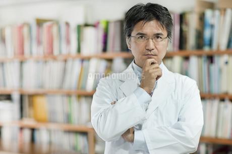日本人男性研究者の写真素材 [FYI01621194]