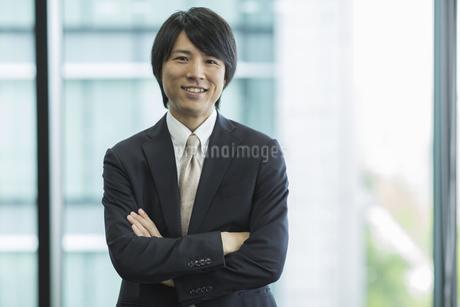 若いビジネスマンの写真素材 [FYI01621243]