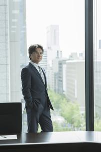 中高年のビジネスマンの写真素材 [FYI01621375]
