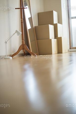 ダンボールが置かれた引っ越しイメージの写真素材 [FYI01621405]