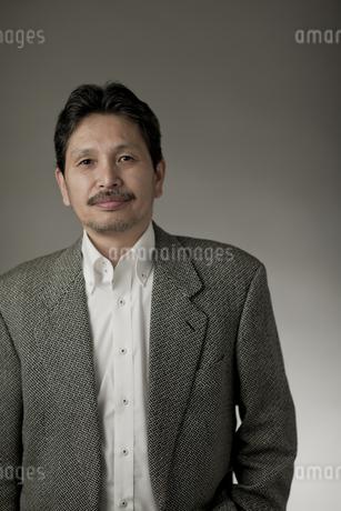 ジャケットを着たシニア男性の写真素材 [FYI01621445]