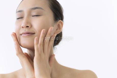 美容スキンケアイメージの写真素材 [FYI01621507]