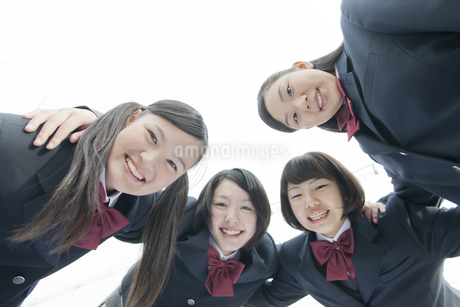 上から見下ろす女子校生の写真素材 [FYI01621532]