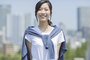 笑顔のビジネスウーマンの写真素材 [FYI01621689]